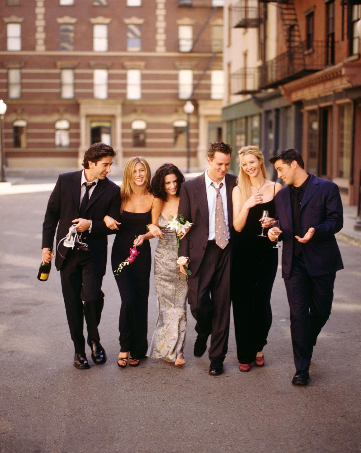 """Cele șase personaje principale ale serialului """"Friends"""""""